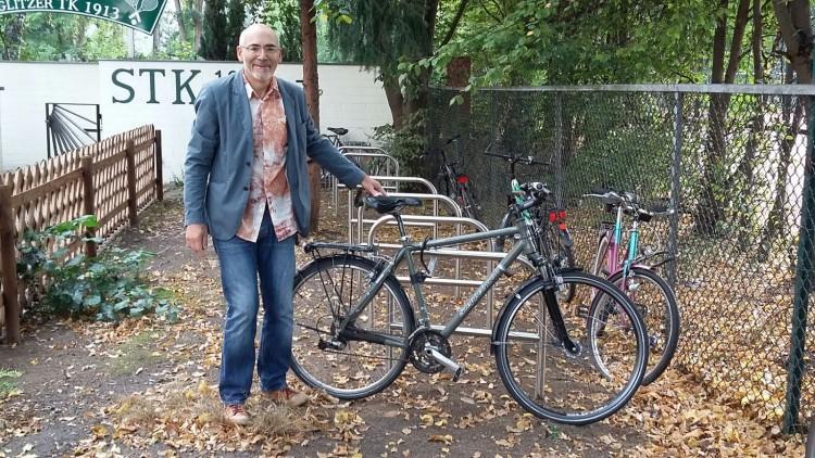 Neue Fahrradständer am STK-Eingang